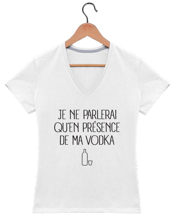 T-shirt Col V Femme 180 gr Je ne parlerai qu'en présence de ma Vodka par Freeyourshirt.com