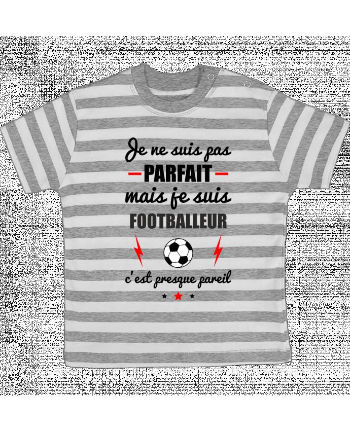 T-shirt Bébé à Rayures Je ne suis pas parfait mais je suis footballeur c'est presque pareil par B