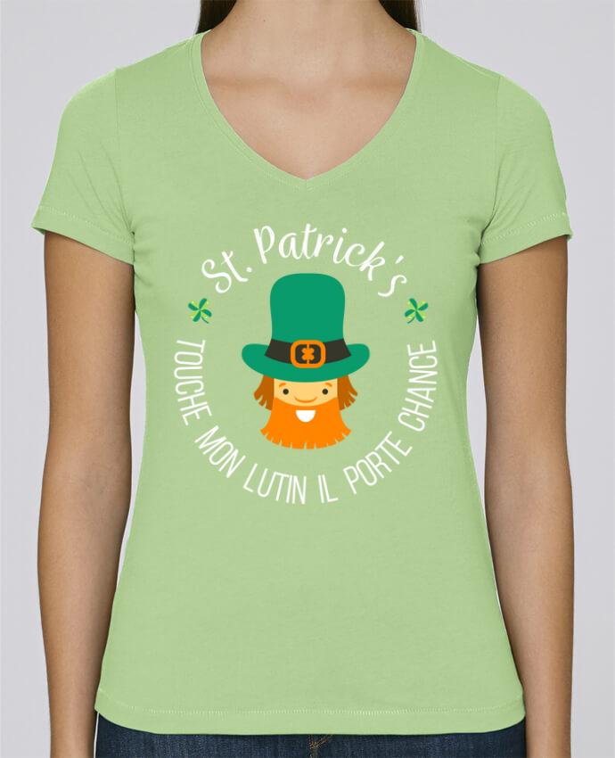 T-shirt Femme Col V Stella Chooses Saint Patrick, Touche mon lutin il porte chance par tunetoo