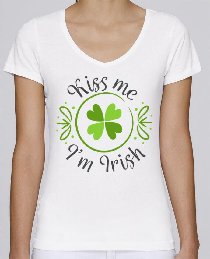T-shirt Femme Col V Stella Chooses Kiss me I'm Irish par tunetoo