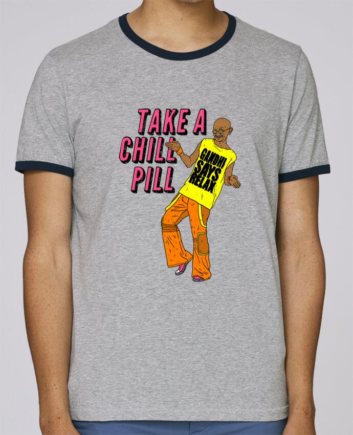 T-Shirt Ringer Contrasté Homme Stanley Holds Chill Pill pour femme par Nick cocozza