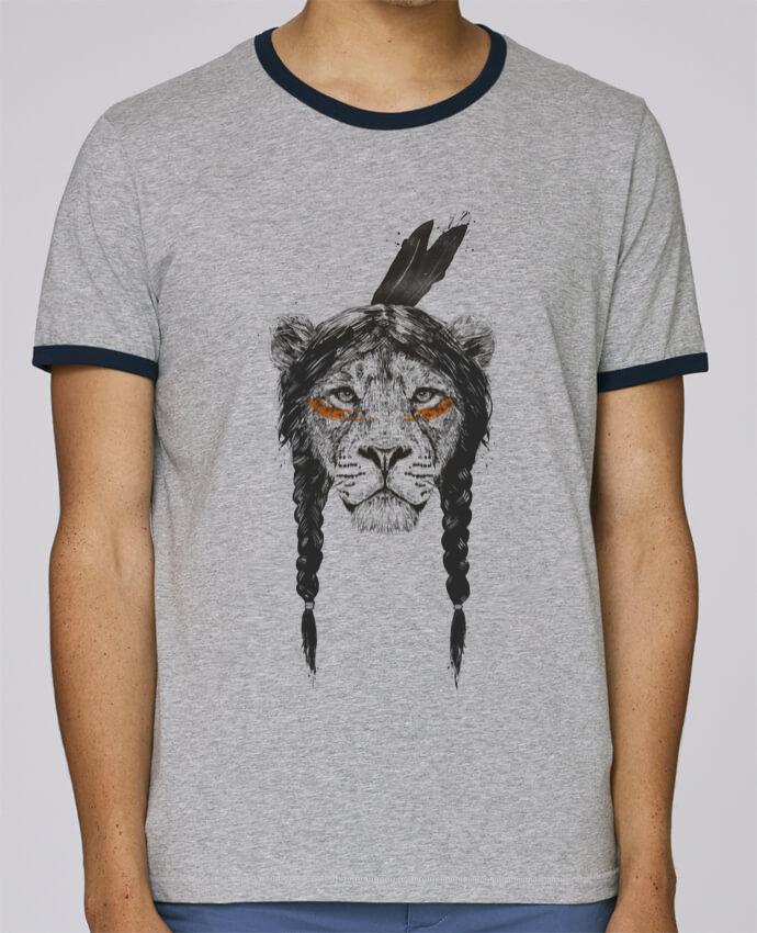 T-Shirt Ringer Contrasté Homme Stanley Holds warrior_lion pour femme par Balàzs Solti
