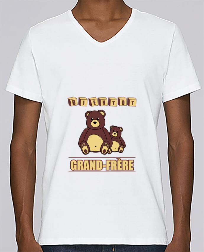 T-shirt Col V Homme Stanley Relaxes Bientôt Grand-Frère avec ours en peluche mignon par Benichan