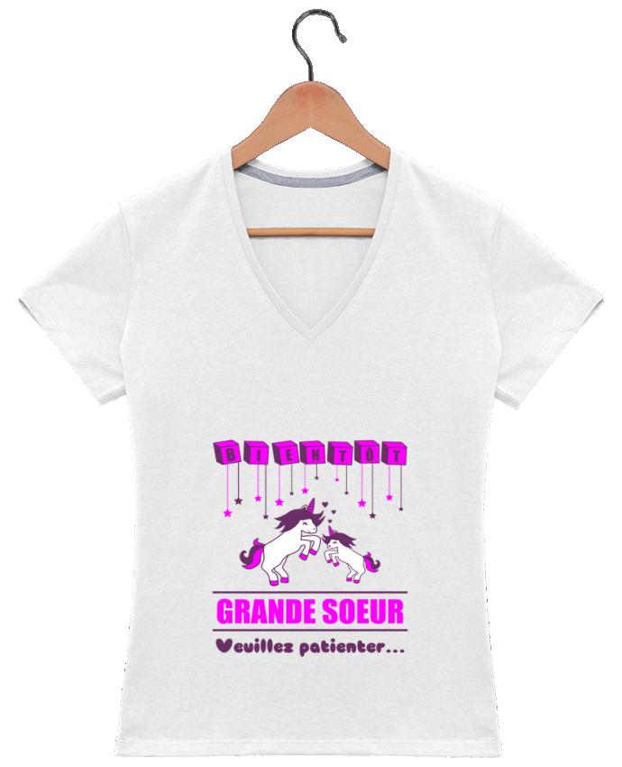 T-shirt Col V Femme 180 gr Bientôt Grande Soeur, licorne par Benichan