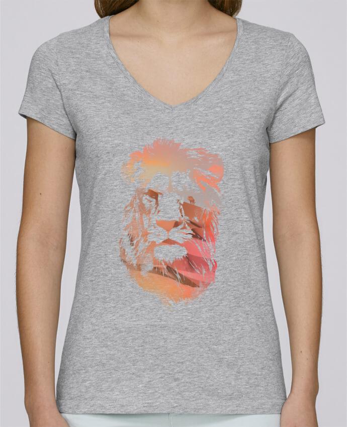 T-shirt Femme Col V Stella Chooses Desert lion par robertfarkas